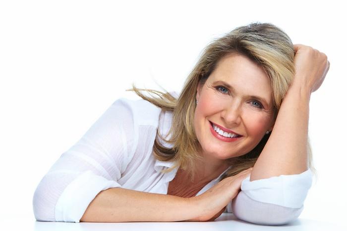 Mi kell a Nőnek 50+ életkorban, ha sminktetoválást szeretne?